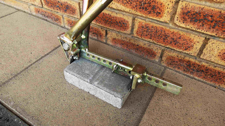 Paving-Block-Extractor in use